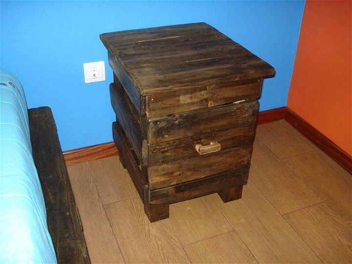 low-cost wooden pallet nightstand