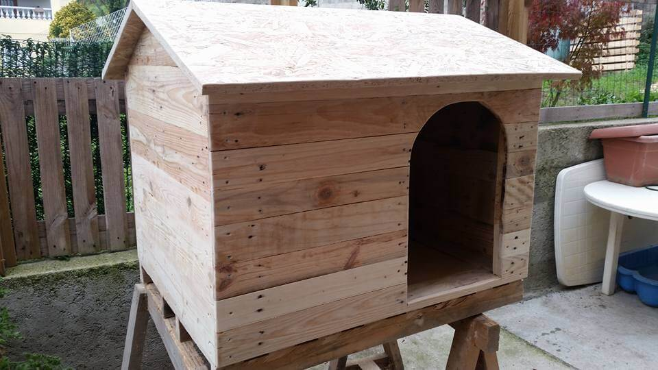 Pallet Dog House to Give Your Dog more Comfort | 99 Pallets