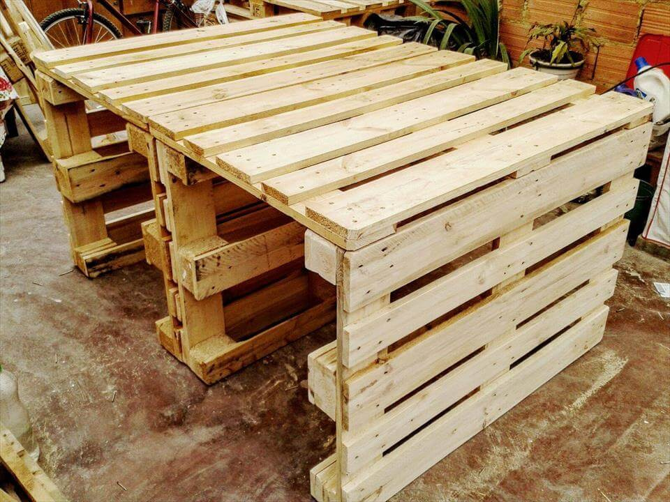 wooden pallet dining table easy to build 99 pallets. Black Bedroom Furniture Sets. Home Design Ideas
