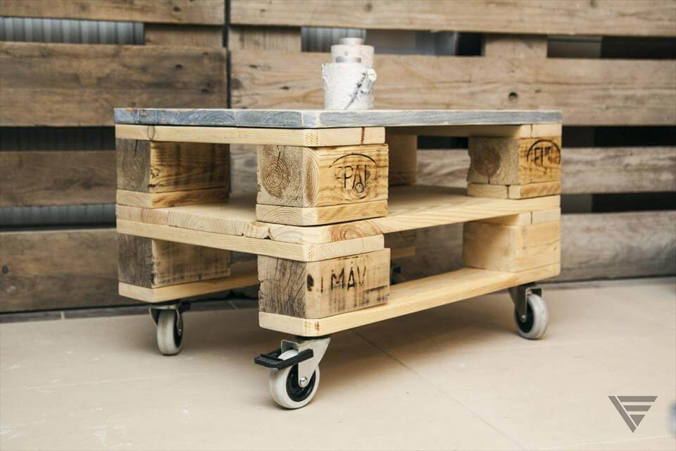 accent-euro-pallet-coffee-table