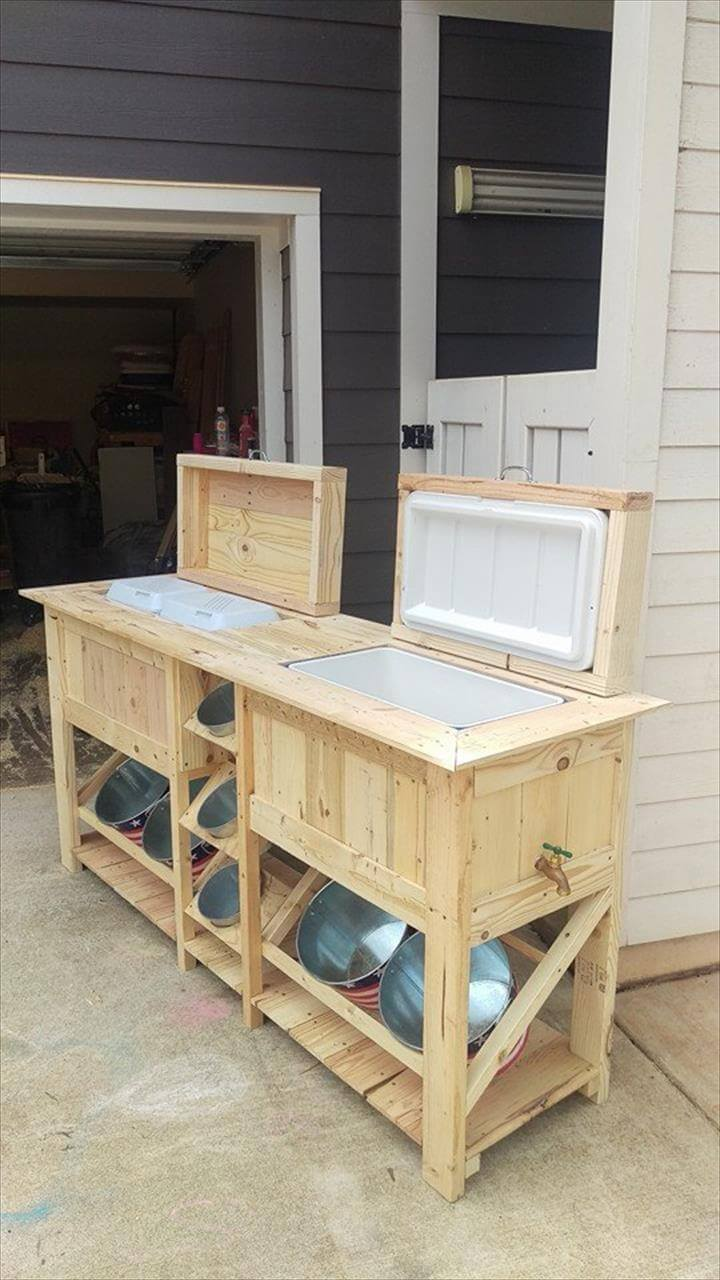 pallet ice chests with bucket rack 99 pallets. Black Bedroom Furniture Sets. Home Design Ideas