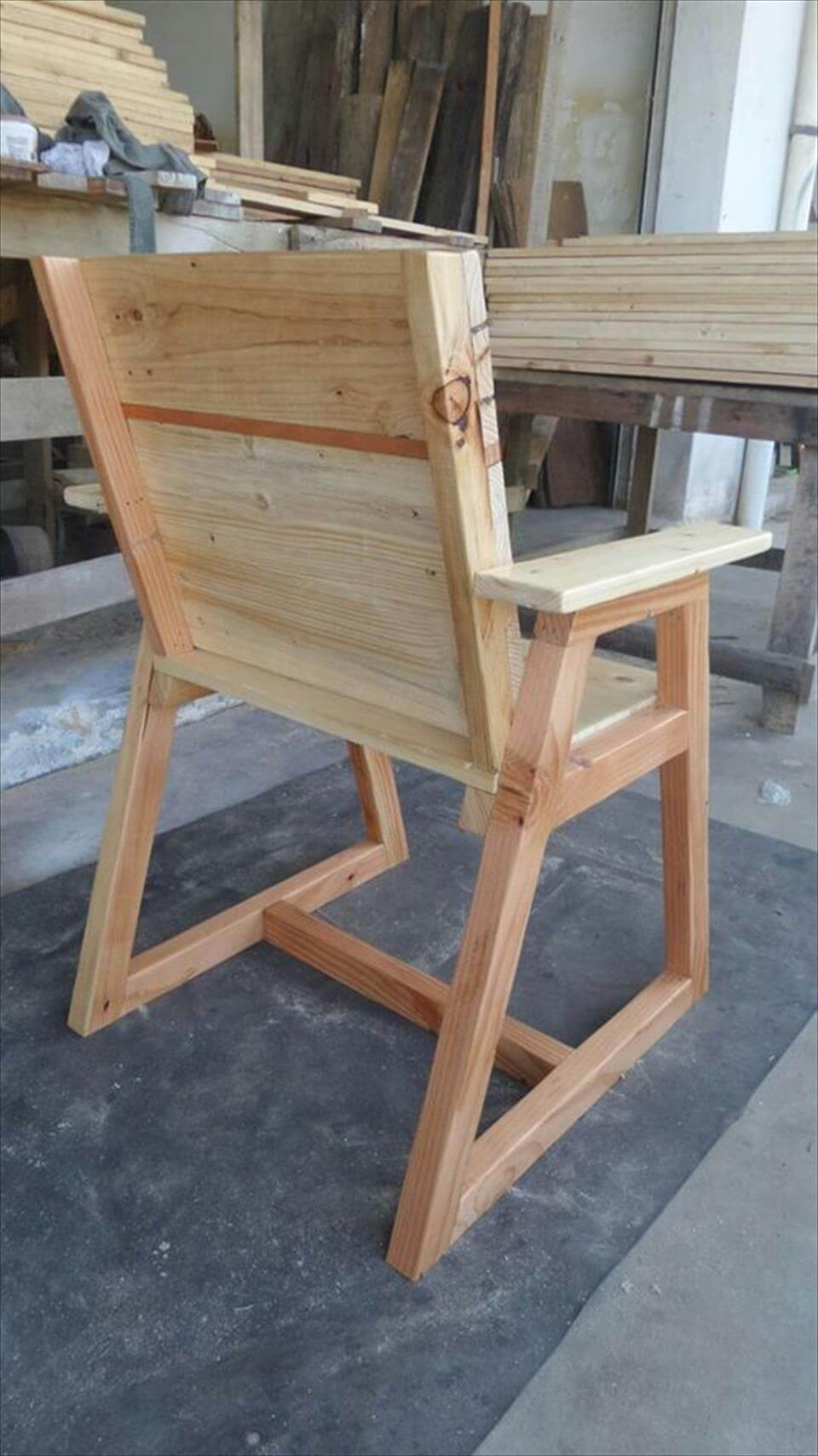Pallet chair with trapezoid legs 99 pallets for Diy chairs made from pallets