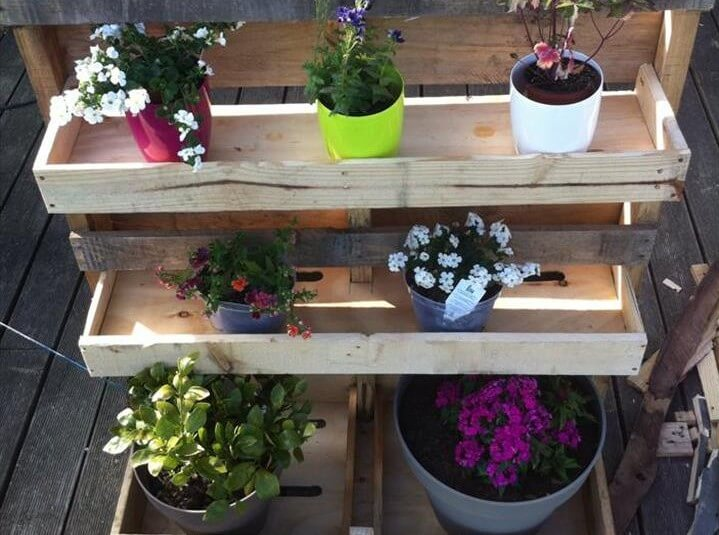 Wooden pallet vertical planter
