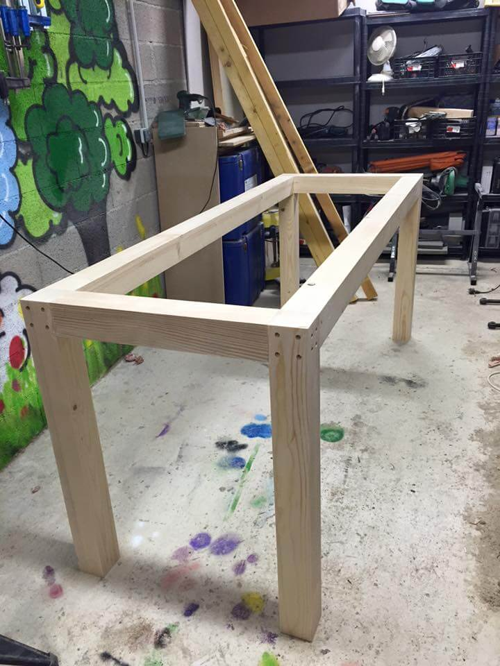 Wooden pallet multi functional table