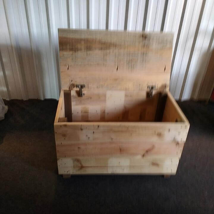 diy pallet storage box