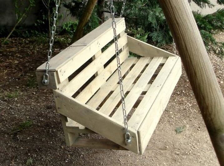 handamde wooden pallet swing