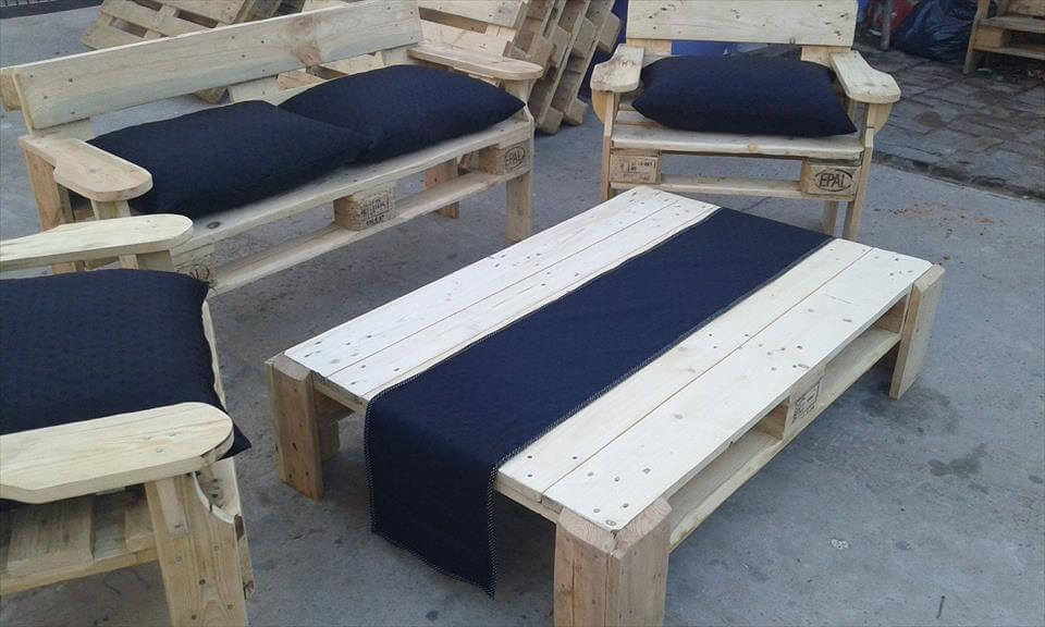 Repurposed pallet patio seating set