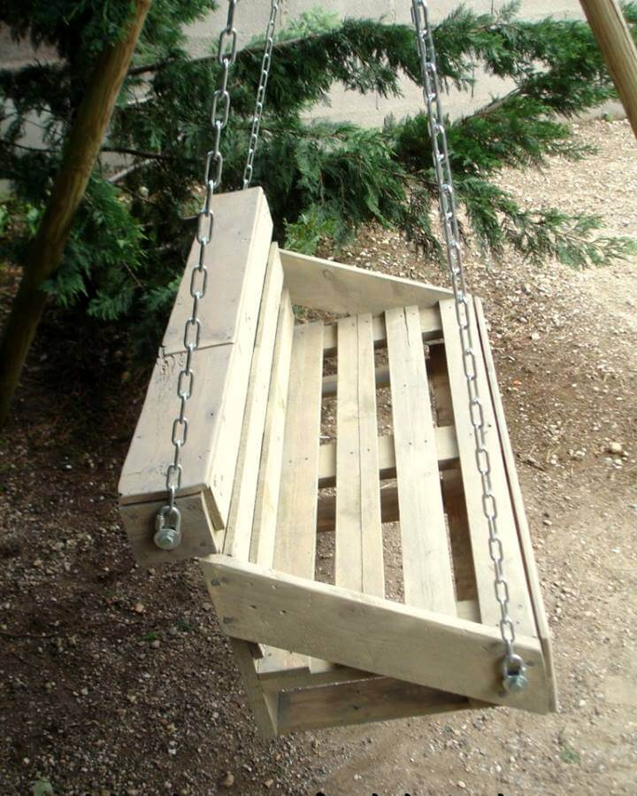 low-cost wooden pallet swing