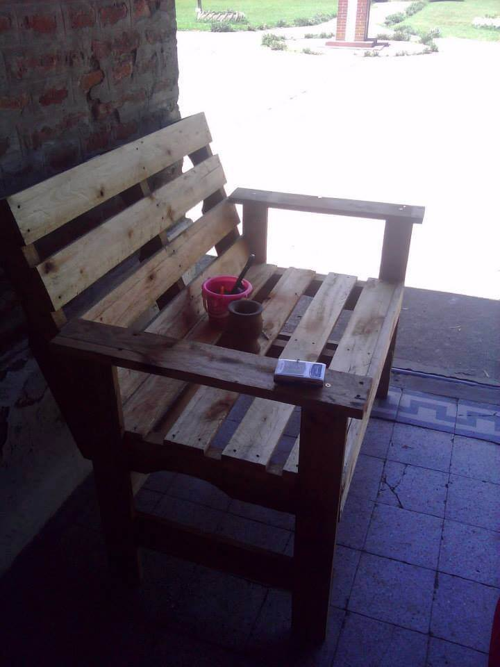 Diy wooden pallets bench 99 pallets for Building a bench from pallets