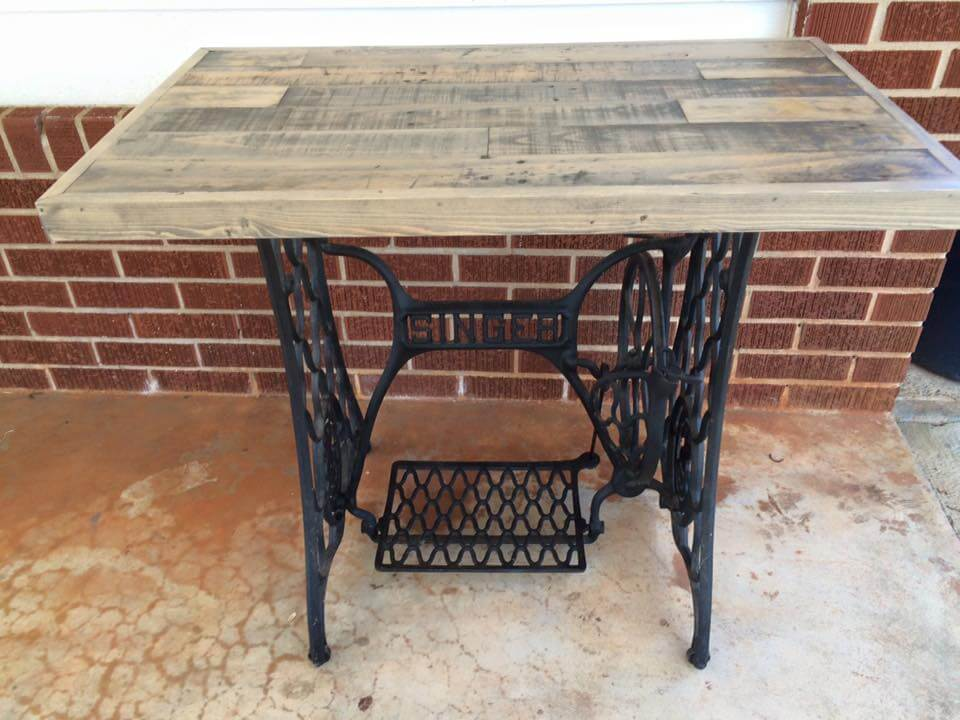 Recycled Pallet Table With Old Sewing Machine Base