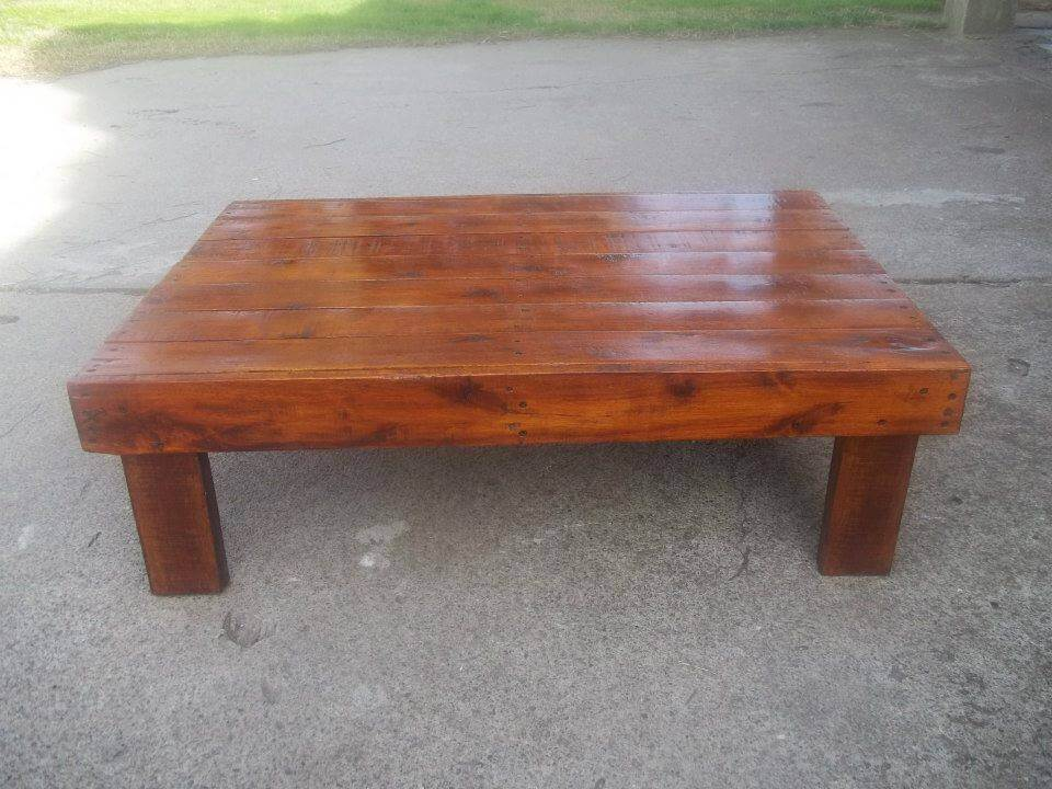 Stained wooden pallet coffee table 99 pallets for Coffee table made out of pallet wood
