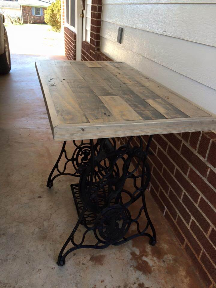 Pallet Table With Old Sewing Machine Base 99 Pallets