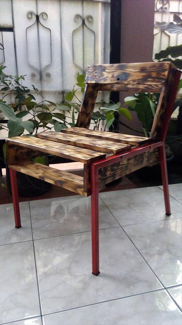 Diy pallet sofa with table 99 pallets - Scorched Pallet Chair With Metal Frame