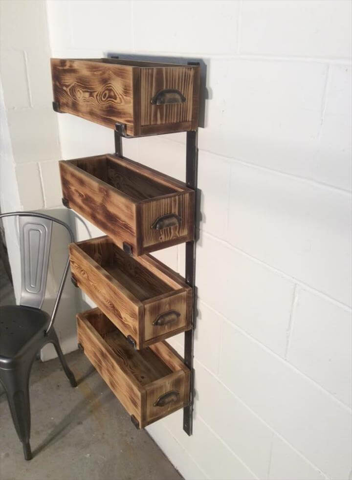 Wooden pallet and steel storage rack unit
