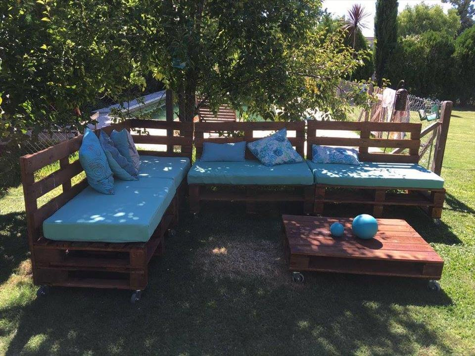 Wooden pallet outdoor sofa with table