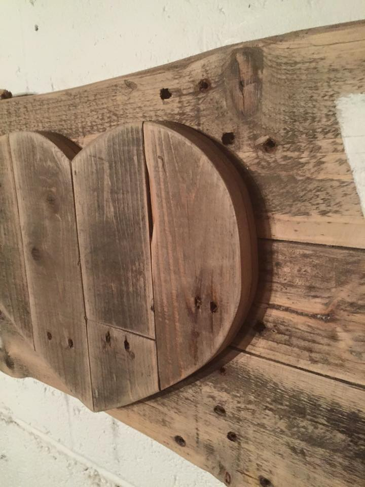 Wooden pallet love sign