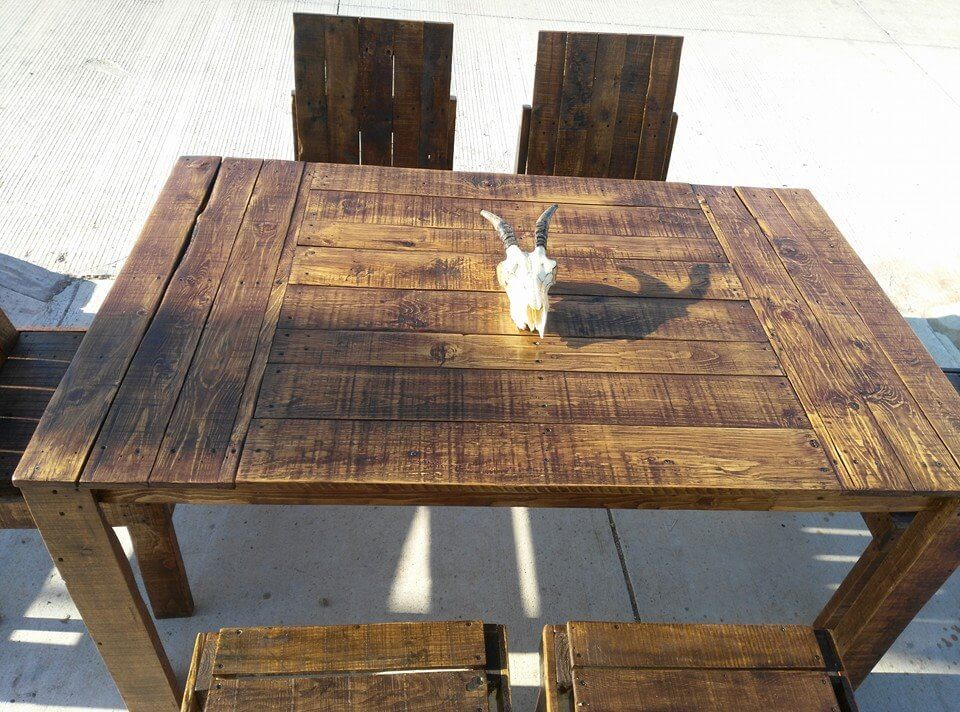 low-cost pallet outdoor dining table