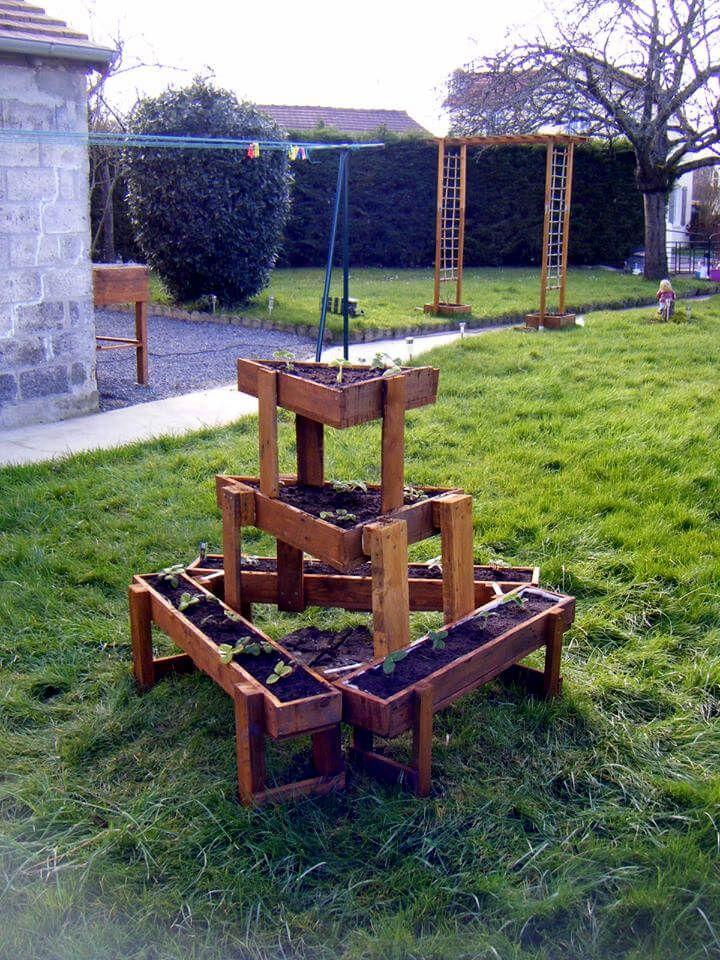 recycled pallet triangular garden planter