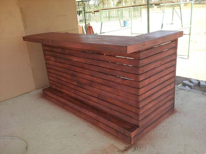 Recycled wooden pallet bar 99 pallets for Diy wood bar