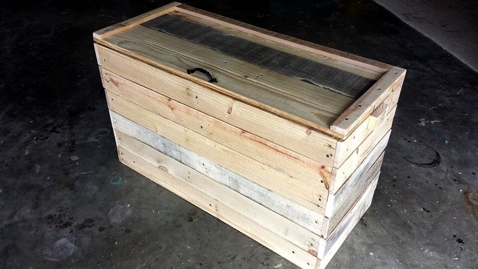wooden pallet bedroom end chest