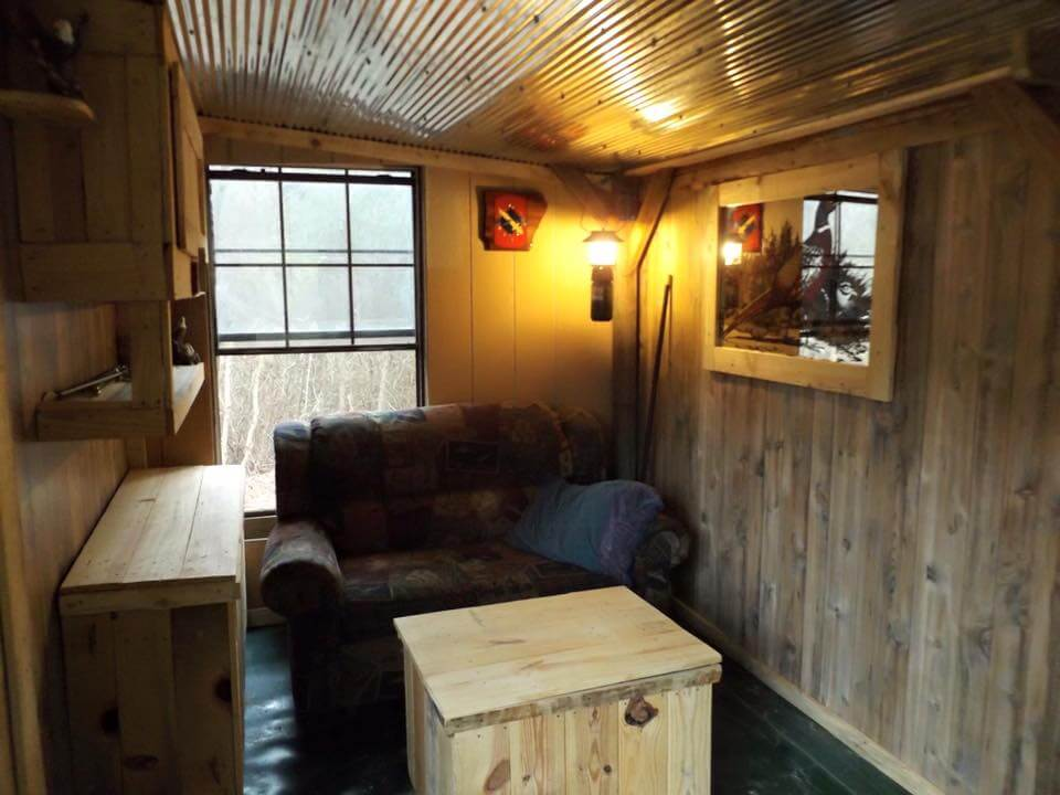repurposed pallet outdoor cabin