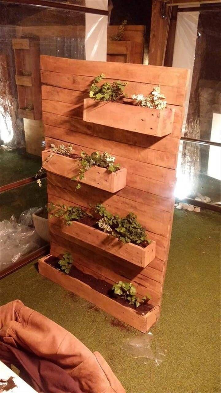 Pallet vertical planter for How to build a vertical pallet garden