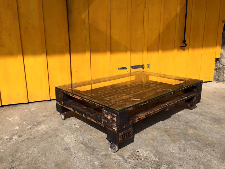 Modern Pallet Coffee Table With Glass Top