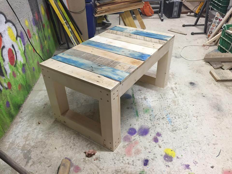 pallet wood seat and coffee table