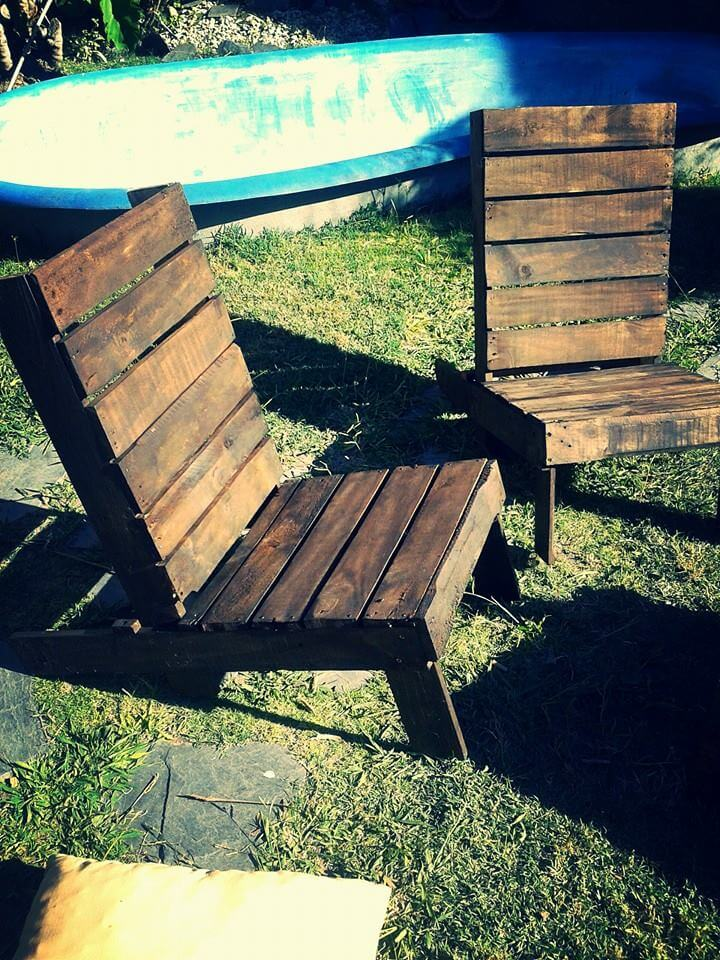 repurposed wooden pallet patio set