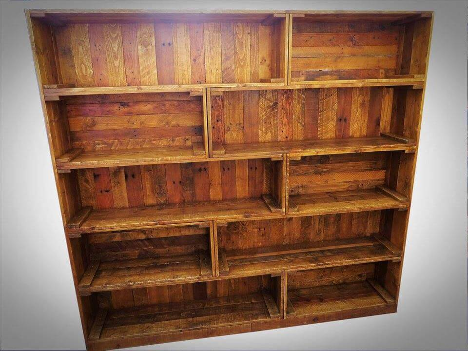 Antique pallet bookcase built in crate style 99 pallets for Making storage shelves out of pallets