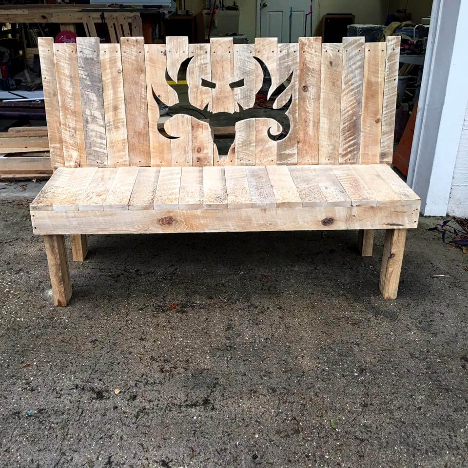 robust pallet bench with deer head patterned backrest