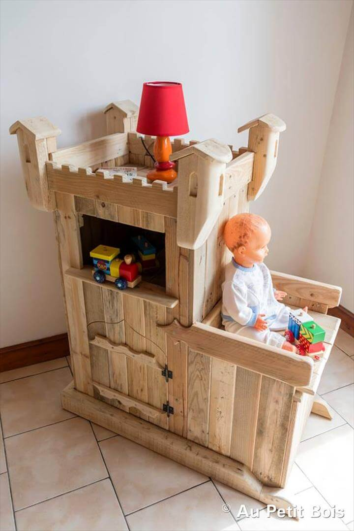 diy pallet castle kids playhouse 99 pallets. Black Bedroom Furniture Sets. Home Design Ideas