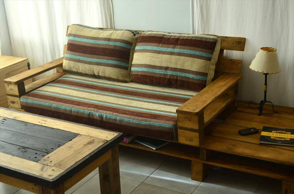 Beautiful pallet sofa with coffee table 99 pallets for Sofa table made from pallets