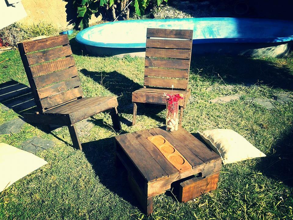 Rustic pallet outdoor chairs and coffee table 99 pallets for How to make a pallet fire pit table