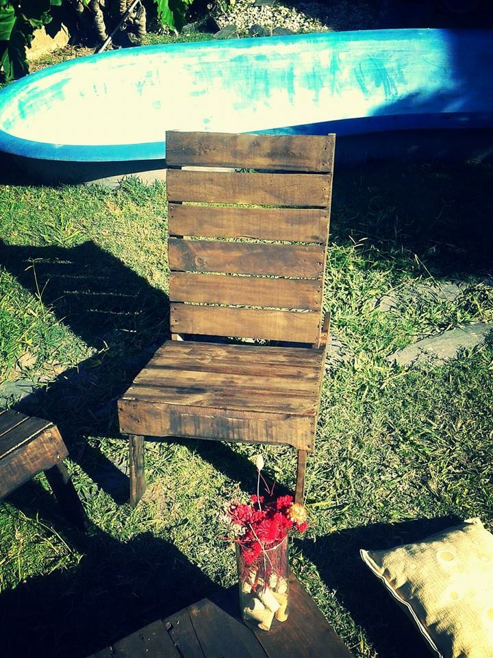 pallet chair with tilted back