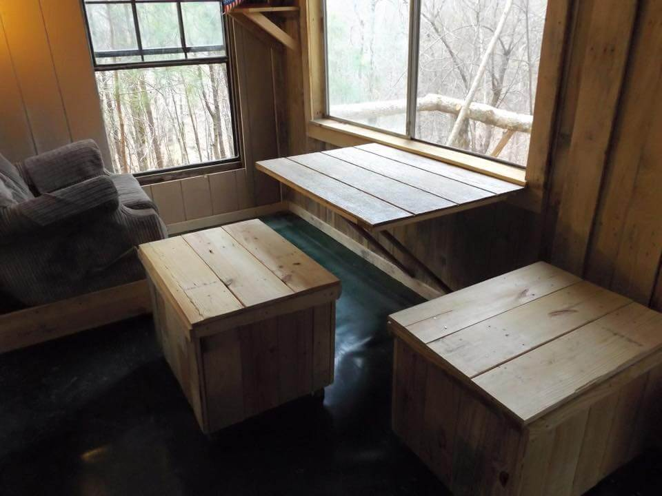 low-cost pallet outdoor residence