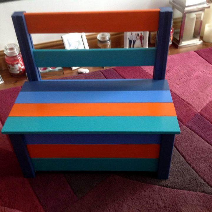 Storage Friendly Pallet Kids Chair