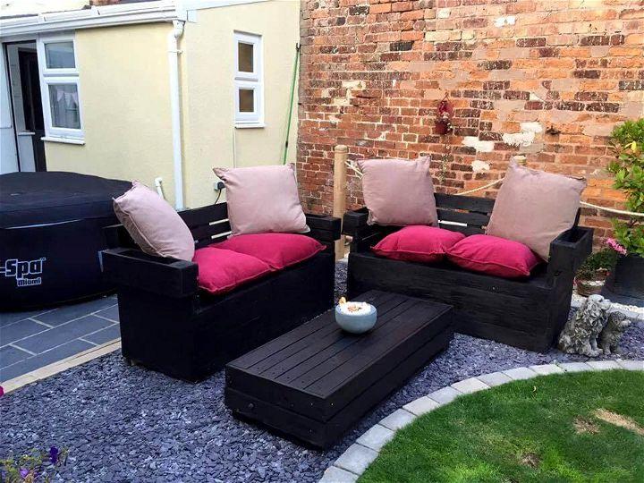 gorgeous pallet garden seating set