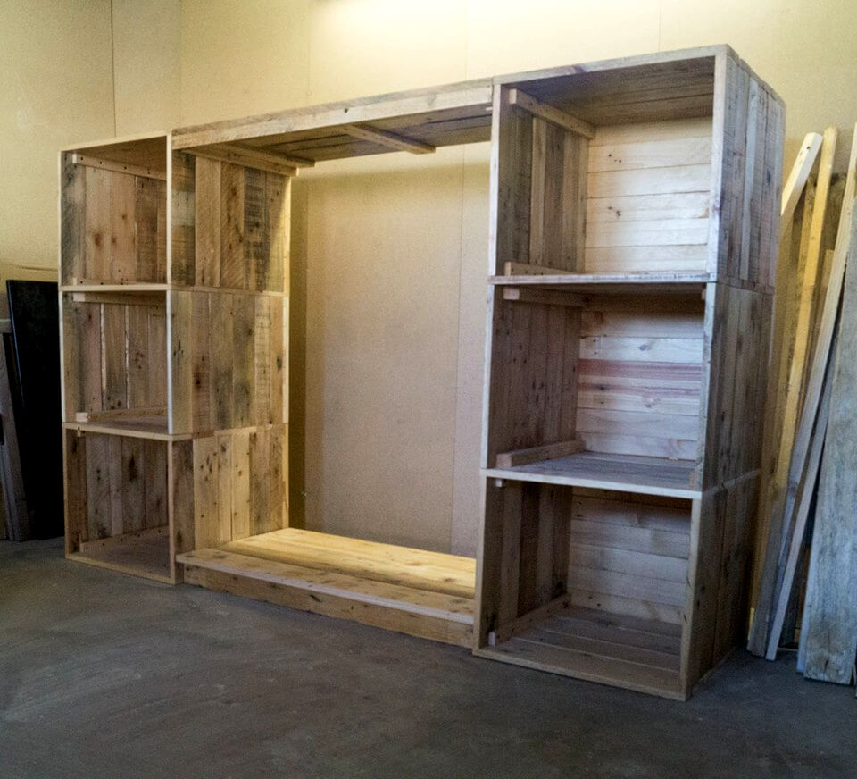 Cupboards Made From Pallets Build A Dressing Room With Pallets For Free 99 Pallets