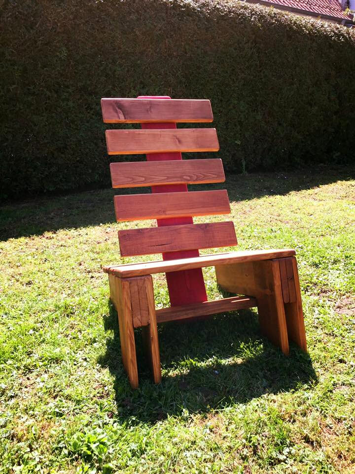 Pallet Lounge Chair DIY Wood Projects