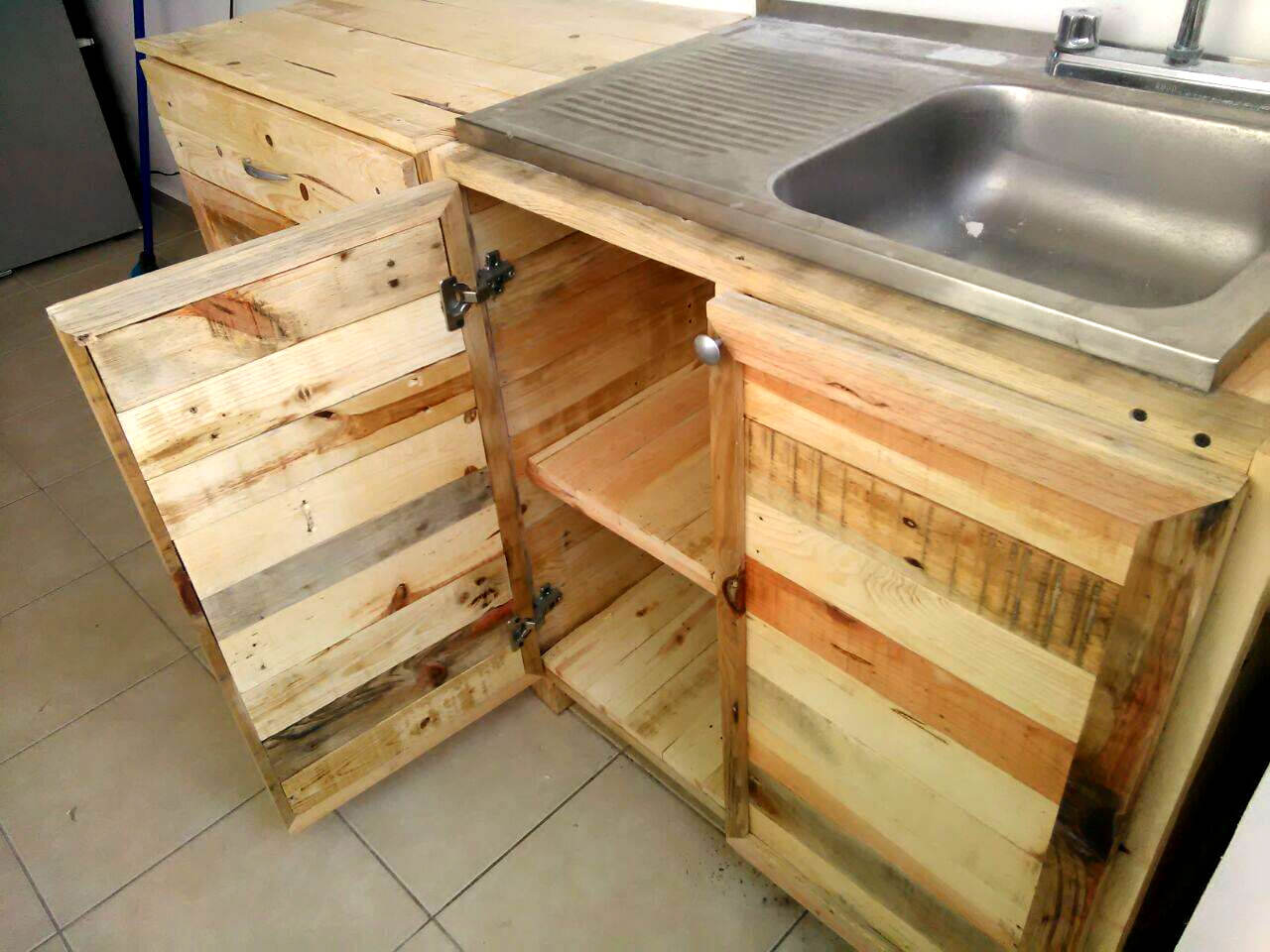 reclaimed pallet kitchen sink