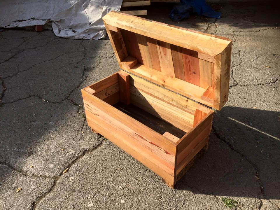 recycled pallet mini chest