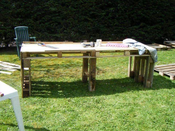 reclaimed pallet garden table