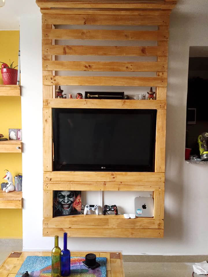 diy pallet entertainment center pallet media wall entertainment center 99 pallets 678