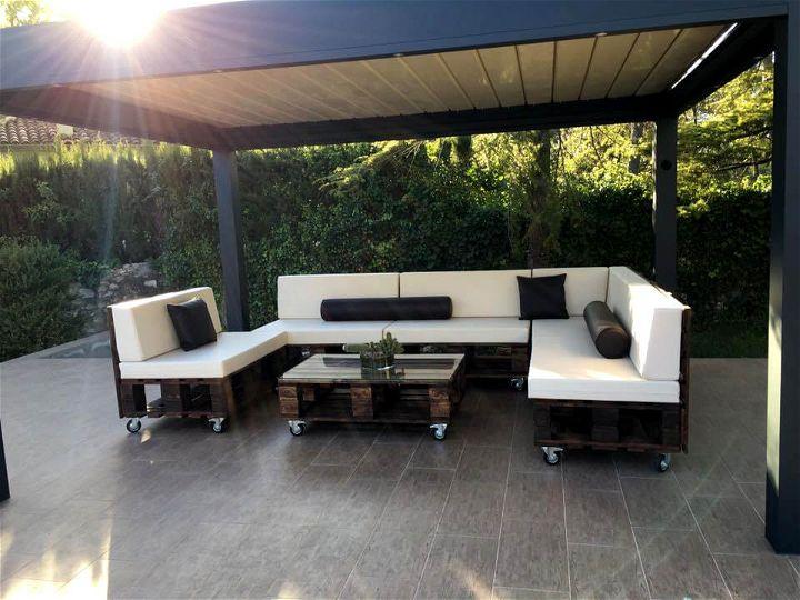 modern sofa set made of old pallets