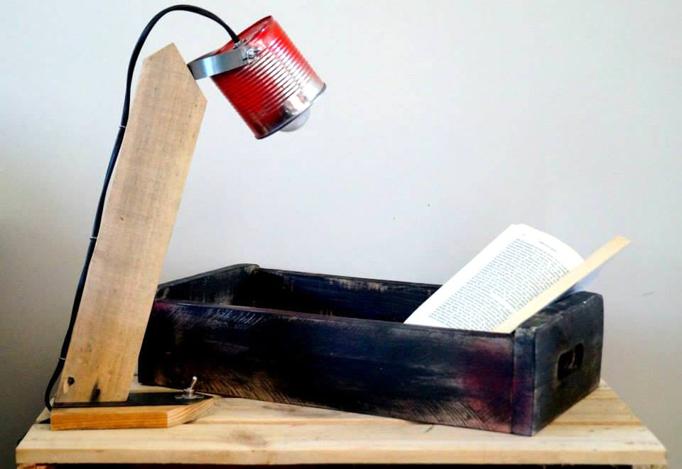 recycled pallet study table lamp