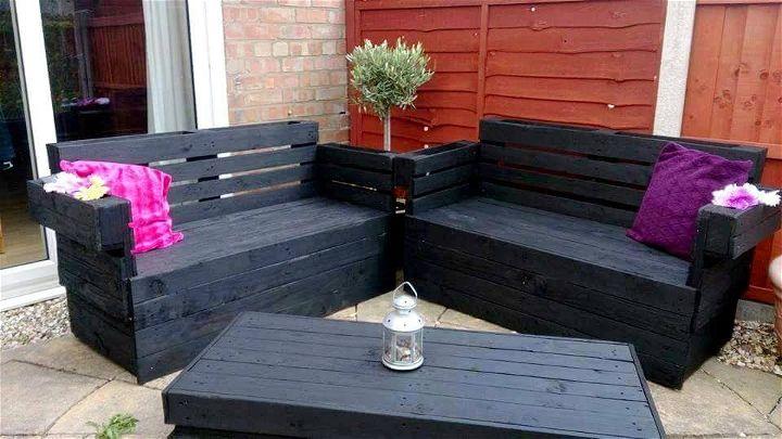 Wooden pallet garden seating set