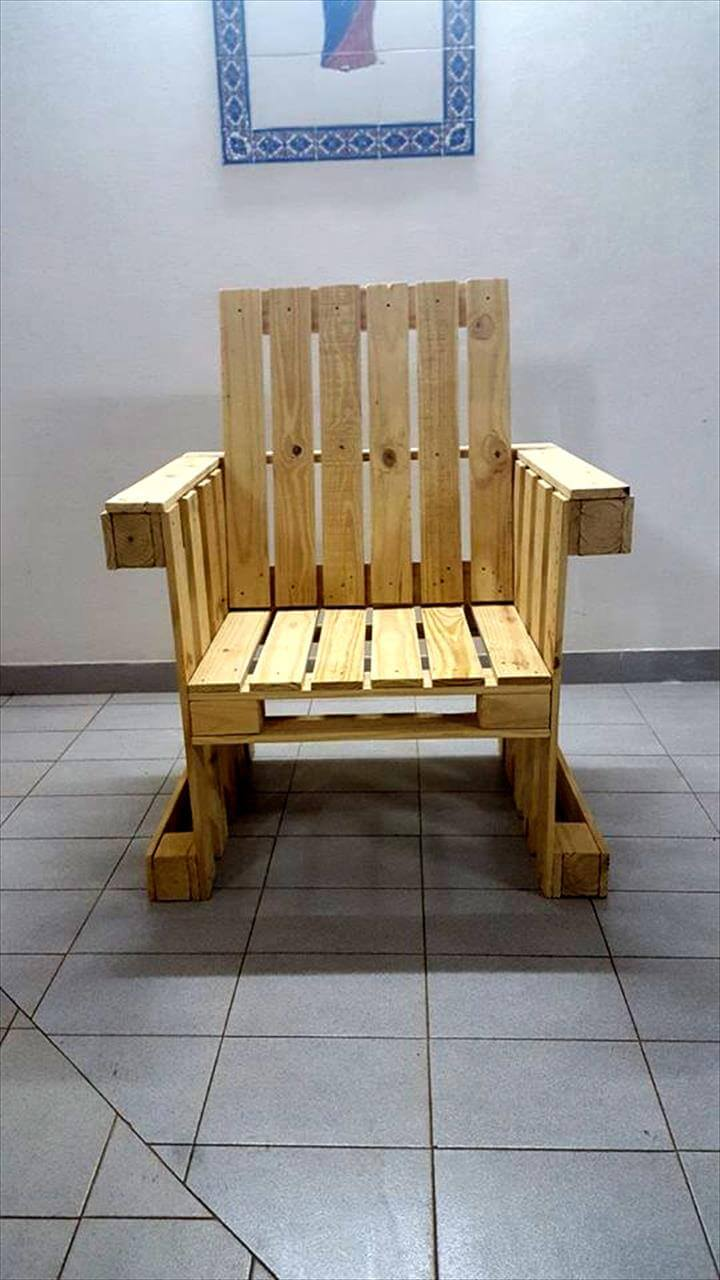 Diy outdoor patio furniture from pallets 99 pallets - Pallet Arm Chair