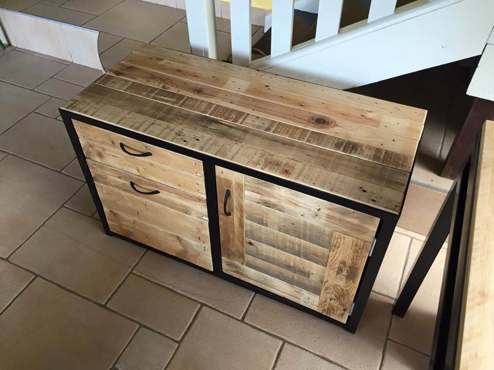 Reclaimed pallet media cabinet 99 pallets - Cupboards made from pallets ...