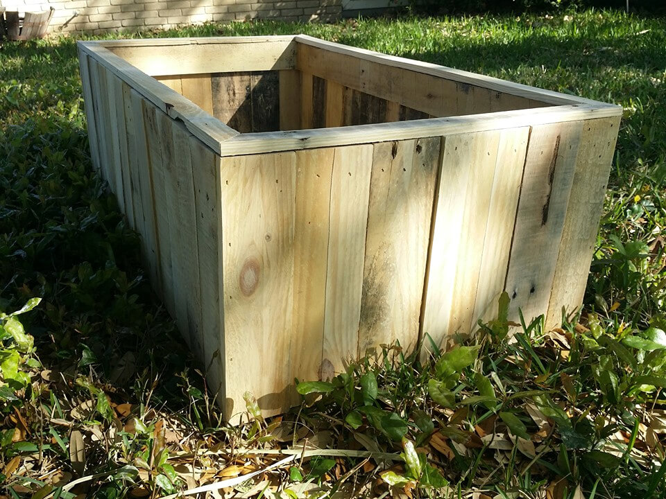 no-cost pallet planter or raised garden bed